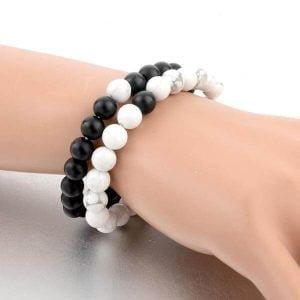 bracelet distance pour couple aux poignet d'une femme
