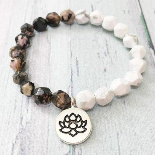 bracelet fleur de lotus en pierres naturelles de howlite blanche et rhodonite rose