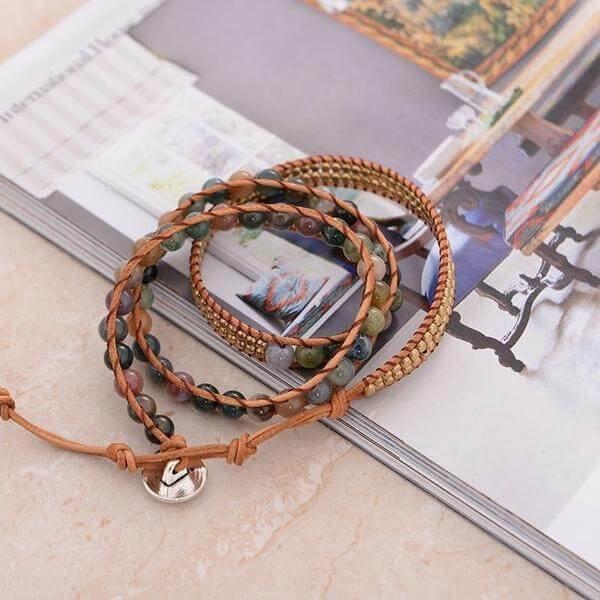 perle de pierre agate monté sur un bracelet wrap