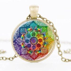 collier 7 chakras mandala avec son pendentif en couleur or